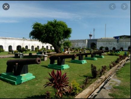 Deretan Makam di Benteng Marlborough Bengkulu (MLDSPOT)
