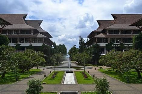 Institut Teknologi Bandung, Liburan Ke Bandung (airbnb.com)