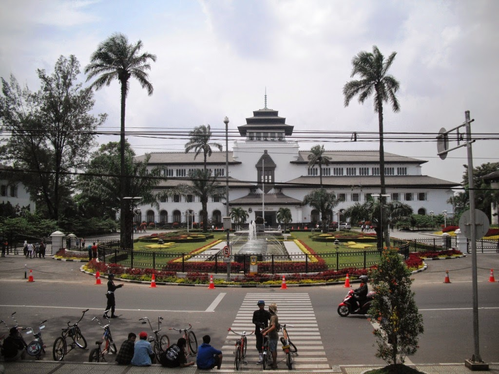 Wisata Bandung Gedung Sate (Ksm Tour)