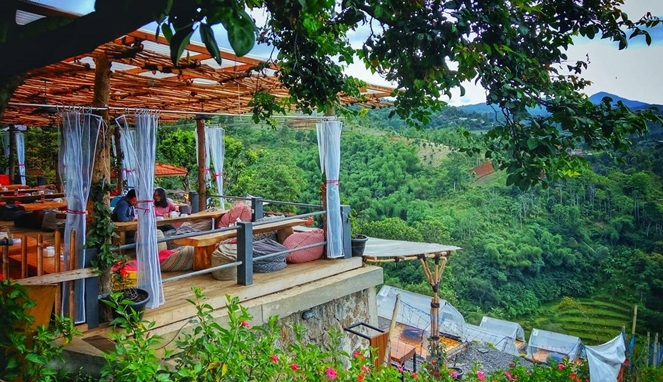 Wisata Kuliner Bandung Dago Thee Huis (travelingyuk.com)