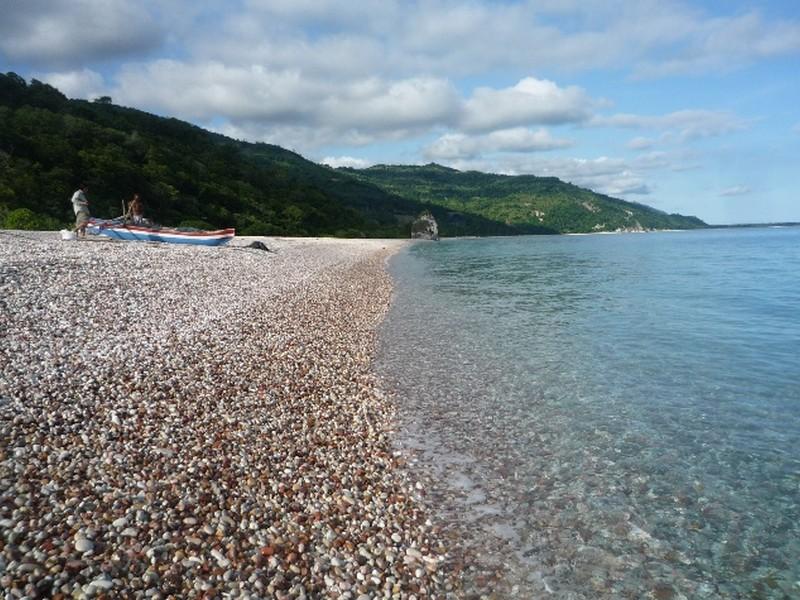 Pesona Wisata Pantai Manikin