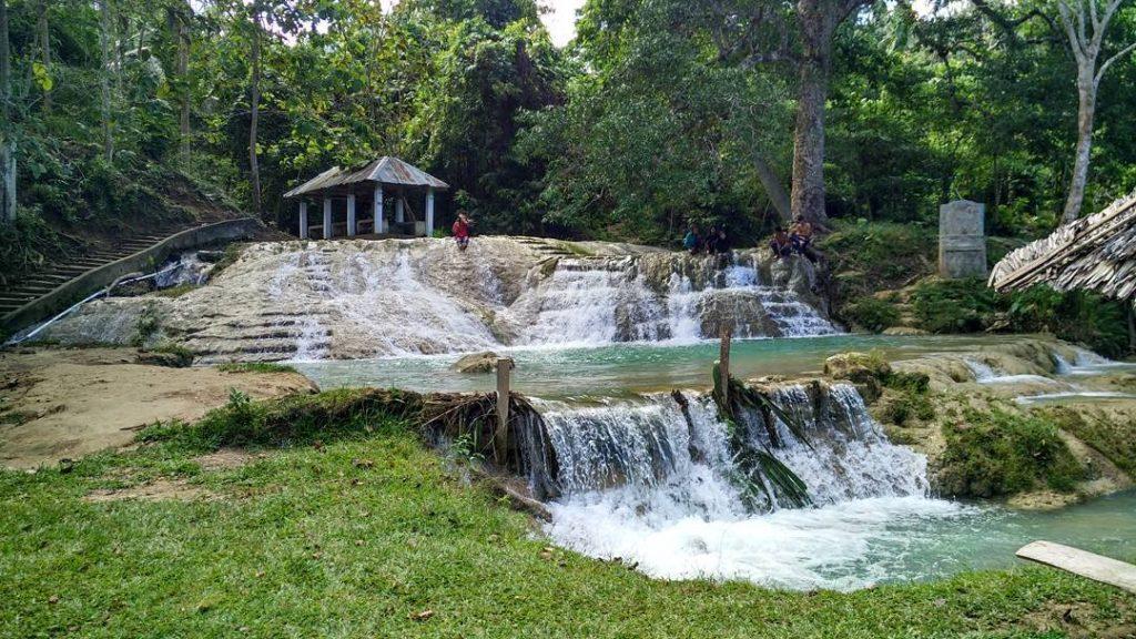 Tempat Wisata Alam Penuh Pesona (Travelingyuk.com)
