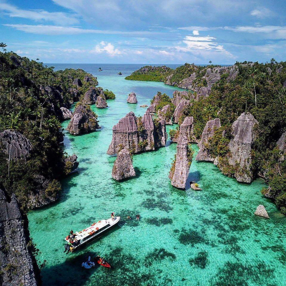 Tempat Wisata Pulau Misool Kepulauan Raja Ampat Papua (travelingyuk.com)