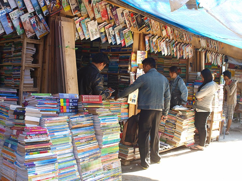 Pasar Buku Dan Majalah Bekas Bandung (bisniskota.com)