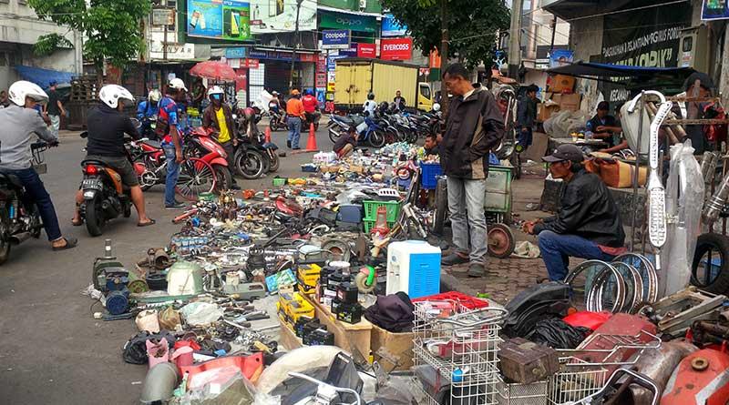 Pasar Loak Cihapit Bandung (Katalog Tempat Wisata & Liburan)
