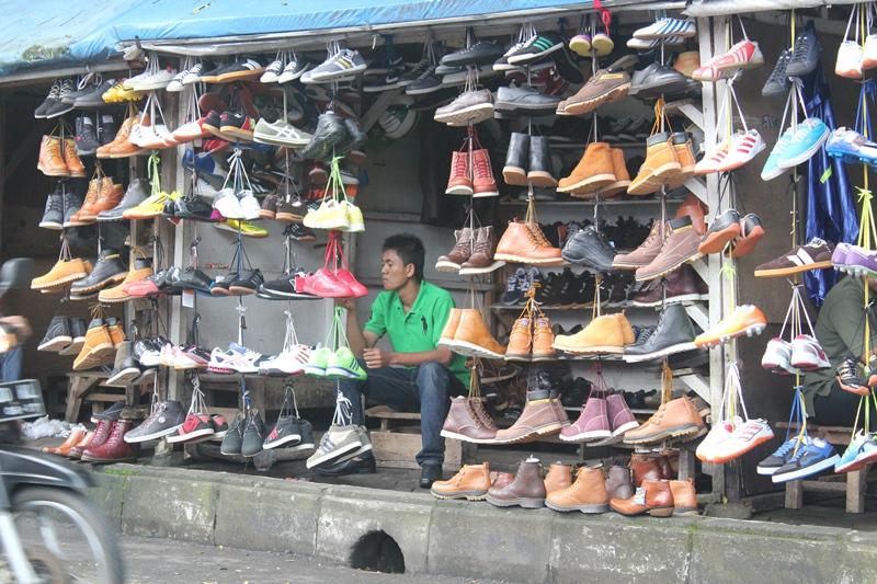 Pasar Sepatu Bekas Dari Terate di Badnung (Infobdg.com)