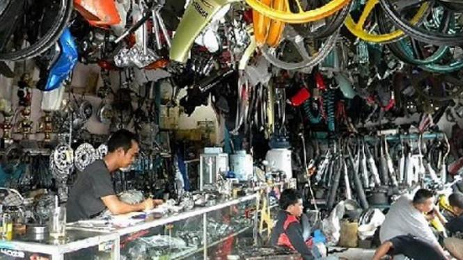 Pasar Velg Dan Suku Cadang Mobil Bandung (Viva)