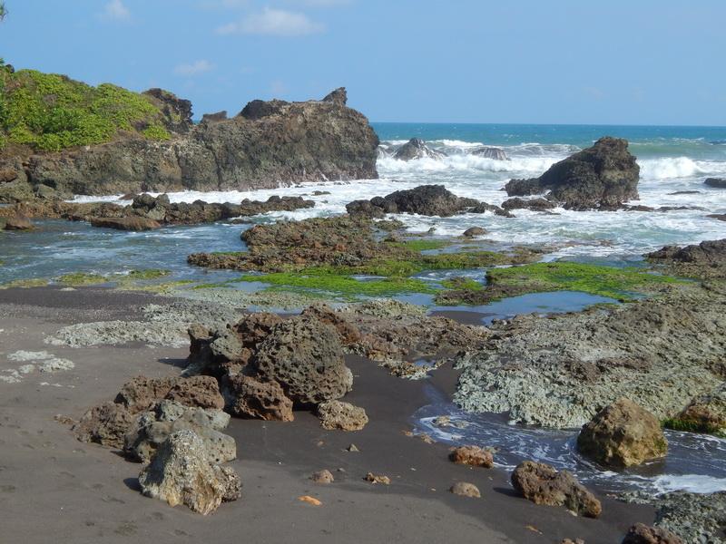 Tempat Wisata Pantai_Karang_Tawulan Tasikmalaya