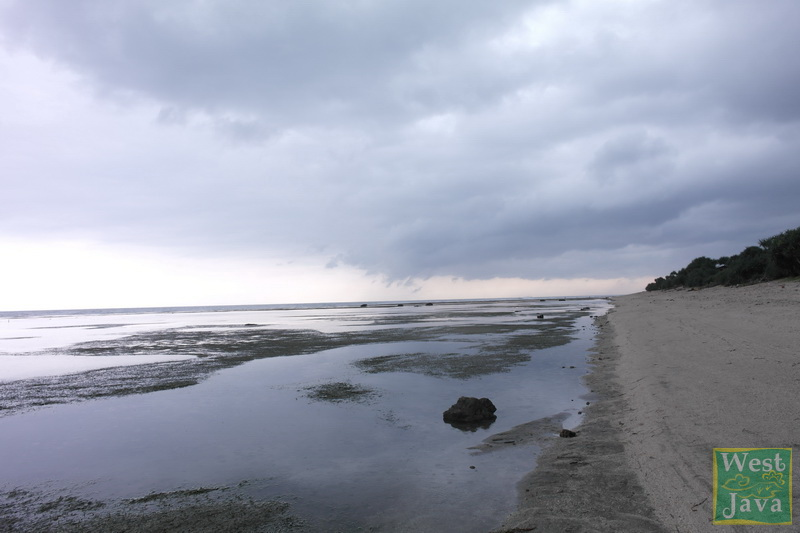 Tempat-Wisata-Pantai_Sayang_Heulang-Garut