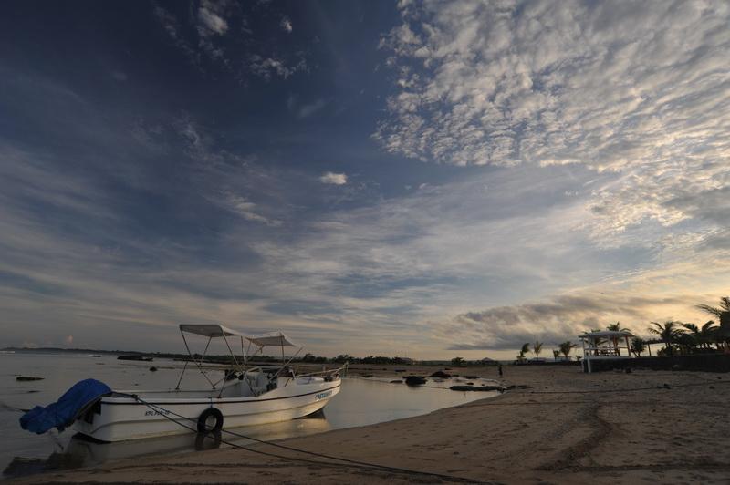 Tempat Wisata Pantai_Ujung_Genteng Sukabumi