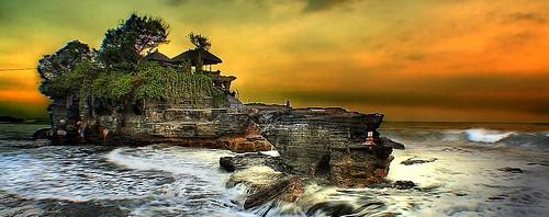 Kilau Sunses Keindahan tempat Wisata Tanah Lot di Bali (Info ke Bali)