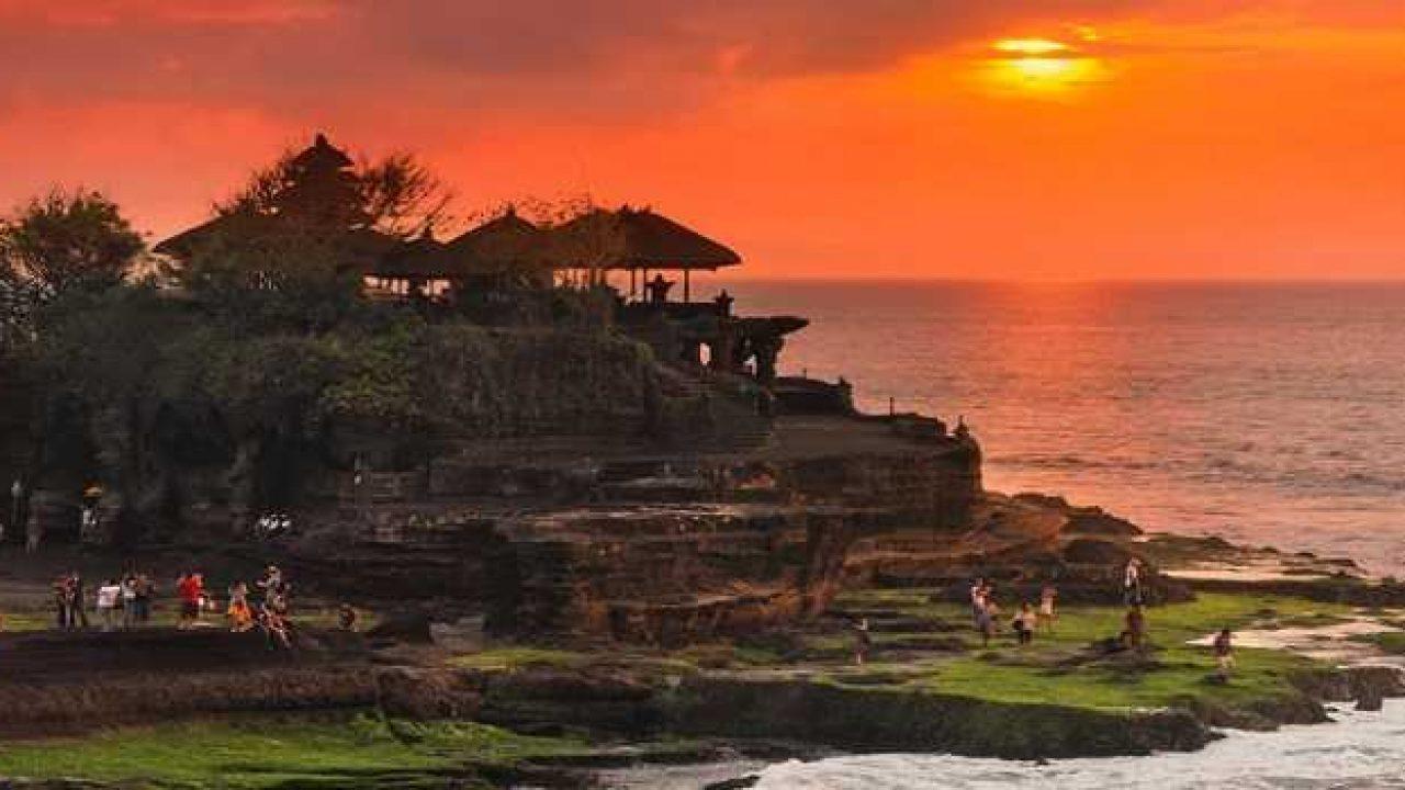 Pesona Sunset Keindahan Wisata Tanah Lot di Bali (TempatWisata di Bali)