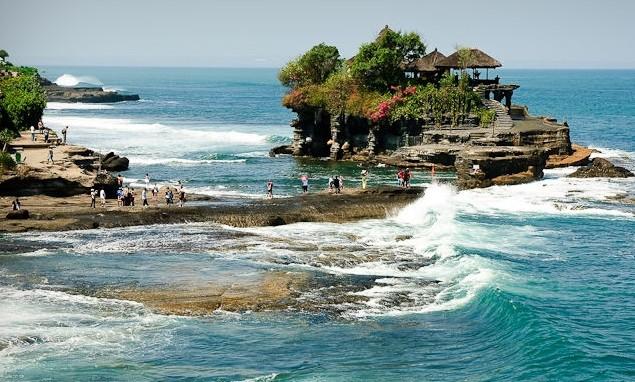 Tempat Wisata Tanah Lot di Bali (lhateGreenJello)