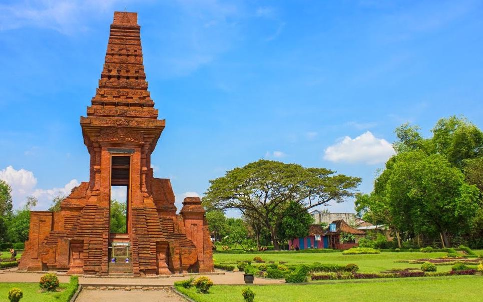 Gapura Bajang Ratu Kompleks Trowulan