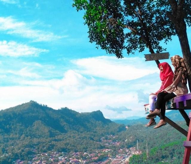 Tempat Wisata Puncak Cemara Sawaglunto (gerainews.com)