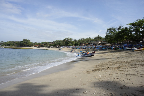 Obyek-Wisata-Pantai_Rancabuaya-Garut.